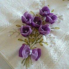 Aprende a bordar lindas rosas en organza